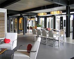 PA181290-showroom